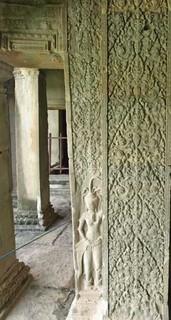 14柱の彫刻.jpg